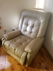 Leather recliner chair Kyeemagh Rockdale Area Preview