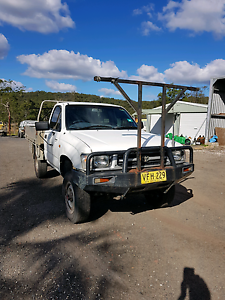 Toyota Hilux 2.7 4x4 Morisset Lake Macquarie Area Preview
