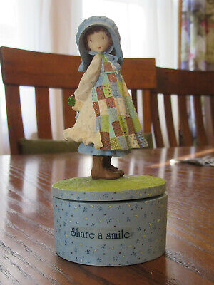 Holly Hobbie Share a Smile  Music Box Plays Canon in D Excellent Condition