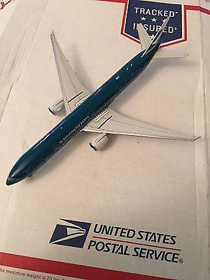 Phoenix 1 400 Cathay Pacific 777-300ER Spirit of Hong Kong