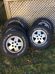 S10 4x4 aluminum rims and two Goodyear tires