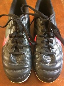Soccer cleats youth size 4