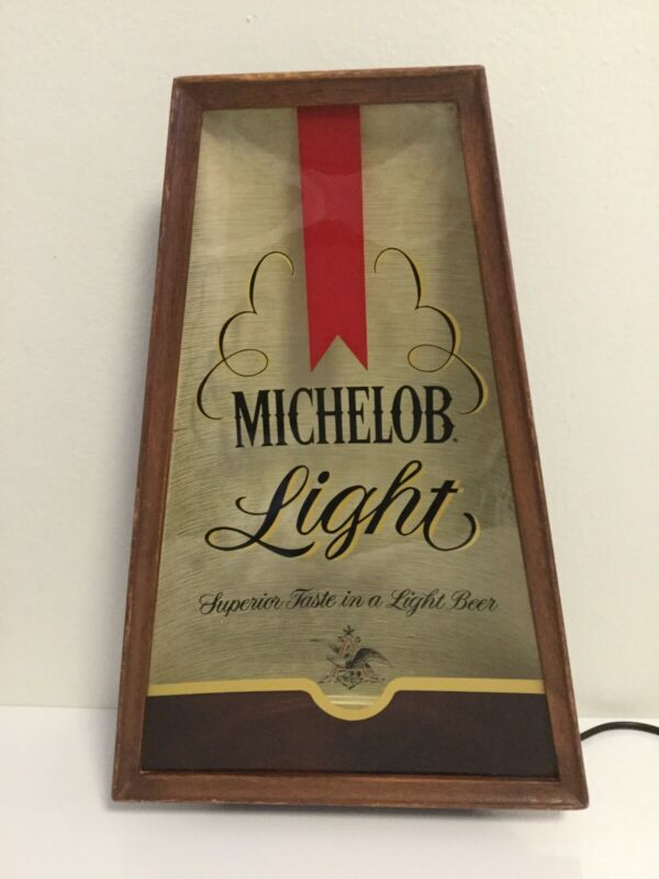 VINTAGE BEAUTIFUL MICHELOB BAR LIGHT..
