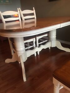 Dining room set: dbl pedestal table, quality + great condition!