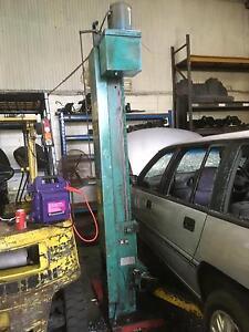 Four post car hoist Cardiff Lake Macquarie Area Preview