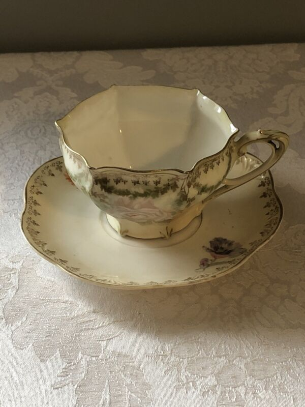 ANTIQUE RS PRUSSIA 6-SIDED TEA CUP & SAUCER PORCELAIN ROSES DELICATELY PRODUCED