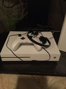Xbox one S like new (white)