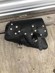 La Rosa black leather swing arm bag