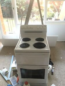 Oven hardly used Bayview Pittwater Area Preview