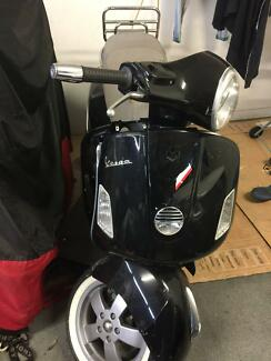Vespa scooter gts 250 ie  for parts only .