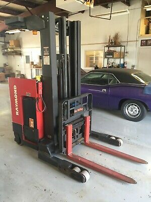 Raymond Easi R40tt Electric Reach Narrow Aisle Stand Up Forklift 4000 Lbs.