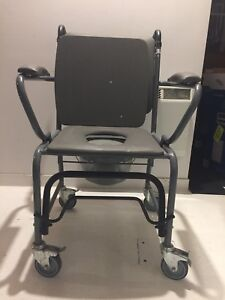 Chaise pour douche / chaise percée