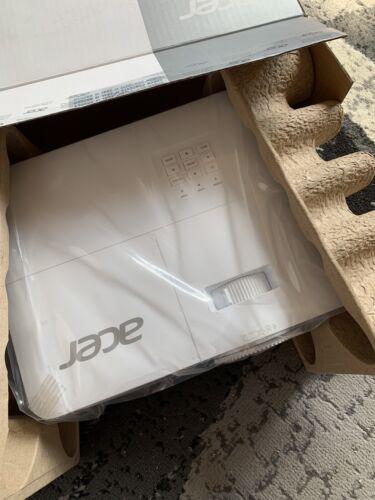 Acer H6521BD FullHD DLP Heimkino-Beamer - Weiß (M