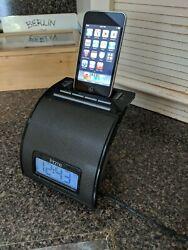 iHome Ip11 30-pin Ipod/iphone Alarm Clock Speaker Dock (black) with iPod 8gb