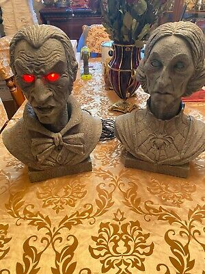 HALLOWEEN Evander and Velma Interactive busts- 16 in. red eyes- Life size w box