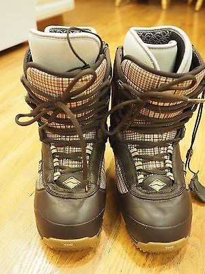 29cdf4cfa0 Vans Tara Dakides 3 Snowboard Boots Women Size 9