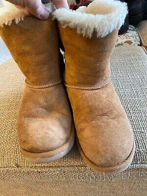 UGG Australia Women's Bailey Bow Suede Sheepskin Boots 6 MED Chestnut