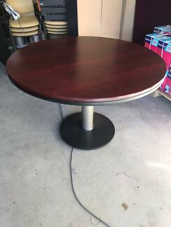 SECOND HAND   ROUND MEETING TABLE 1200MM (3301s)