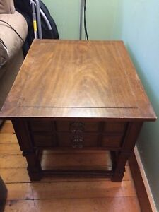 End table/nighstand