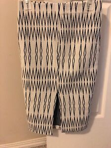 Brand new B/W patterned short pencil skirt size small