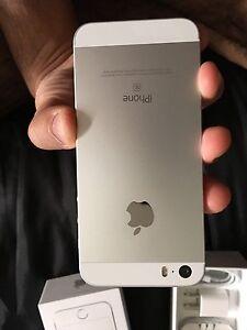 10/10 Mint Condition 16gb iPhone SE With Apple Care Plus+ Edmonton Edmonton Area image 4