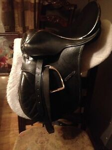 """16 All purpose English Saddle"