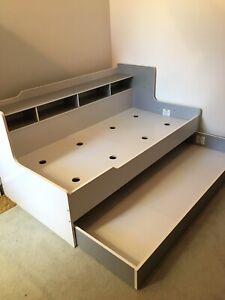 Kids bed - single trundle
