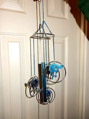 ( PRETTY CUT OUT PRANCING ARABIAN HORSES WIND CHIME TURQUOISE BLUE & SILVER METAL)