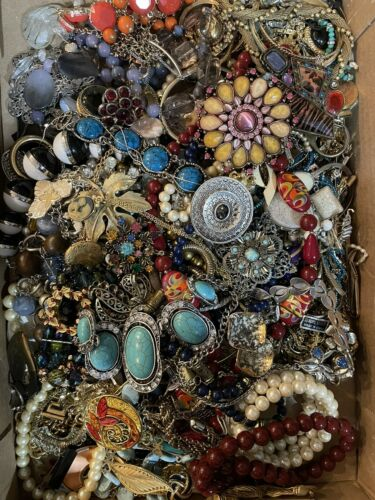 jewellery lot - Jewelry Vintage-Modern Huge  Lot Craft, Junk, Wearable,  Over One Full Pound