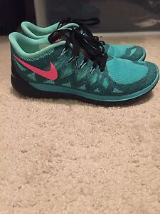7.5 NIKE FREE bright blue and pink