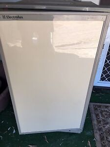 3 way  fridge  with freezer good condition cheap sold pending pick up Barragup Murray Area Preview