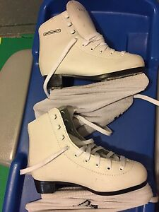 Size 2 Y figure skates - new