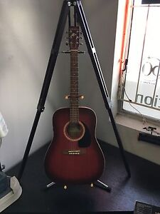 Tres belle guitar acoustic comme neuve Art and lutherie