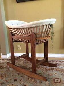 Bassinet with rocking stand