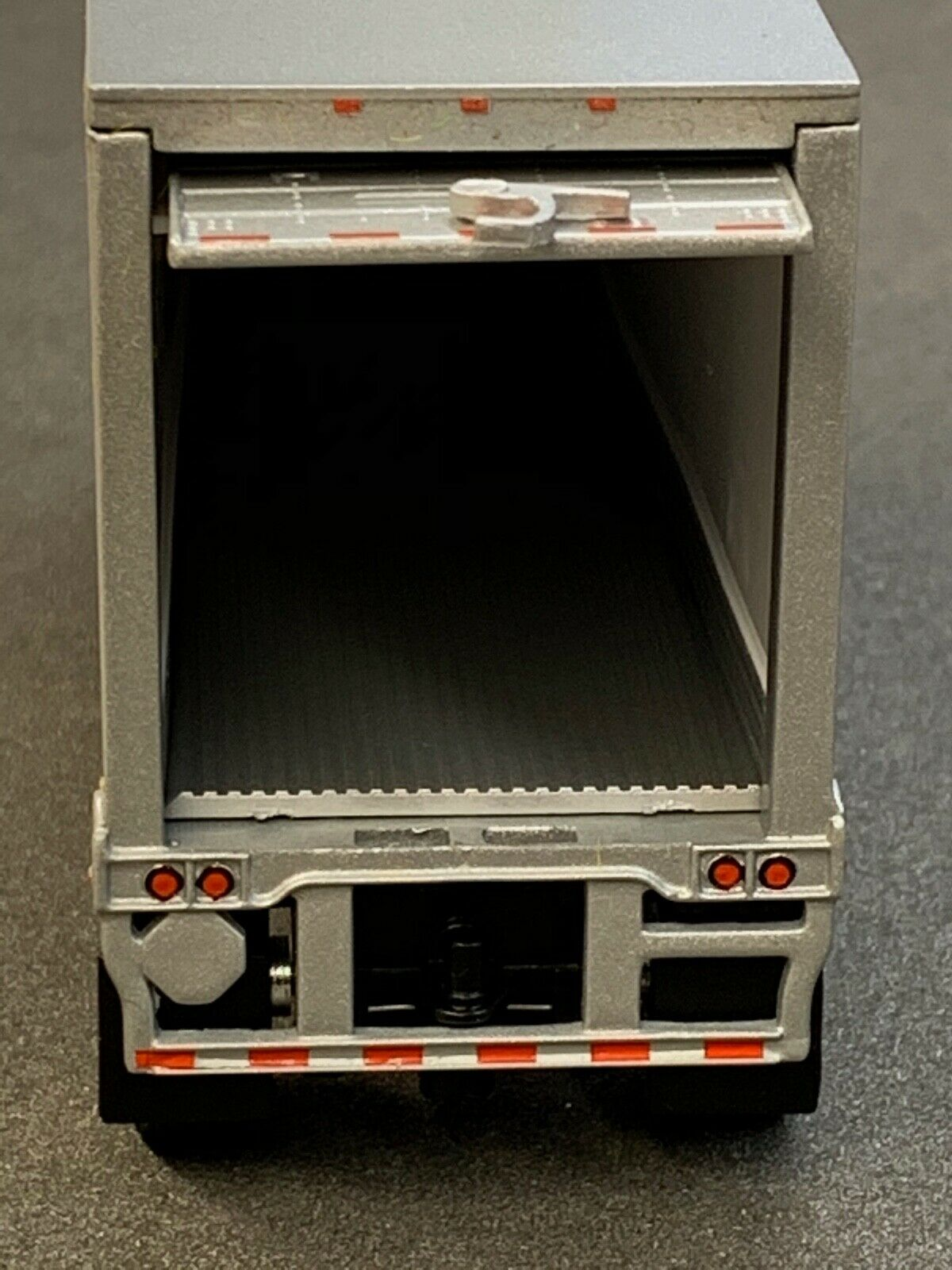 1/64 DCP SILVER WABASH CARRIER REEFER PUP TRAILER 2