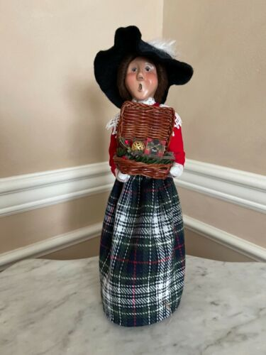 BYERS CHOICE 1997 CRABTREE AND EVELYN SHOPPER WOMAN CAROLER