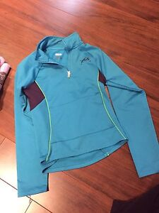 Fila top.. Youth size large so fits 12-14