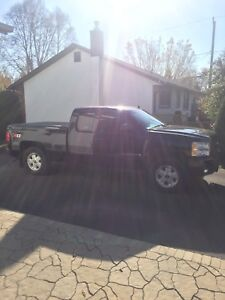2007 chevy Silverado LT ext. cad short box