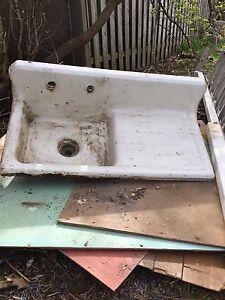 Cast kitchen sink in welland