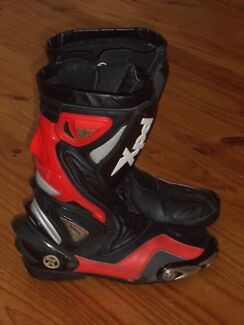 XPD MOTORCYCLE BOOTS IN RED AND BLACK SIZE UK 9 Kambah Tuggeranong Preview