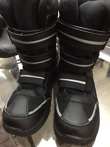 Girl size 06 boots great condition