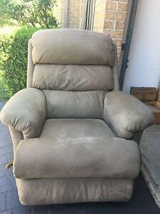 RECLINER CHAIR WITH LEVER ACTION Grays Point Sutherland Area Preview