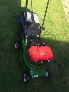 Victa lawn mower powerful 5.5hp Honda engine near new blades Wantirna South Knox Area Preview