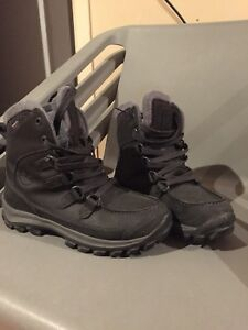 TIMBERLAND BOOTS (like new)