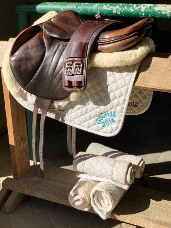 Butet Monoflap Saddle 17 with girth