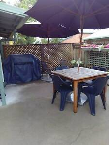 Air-con ff, queen bed, room with desk & TV. Pet All $150.00pw