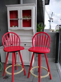 2 bar/high stools.Bright red. Rotating setas.