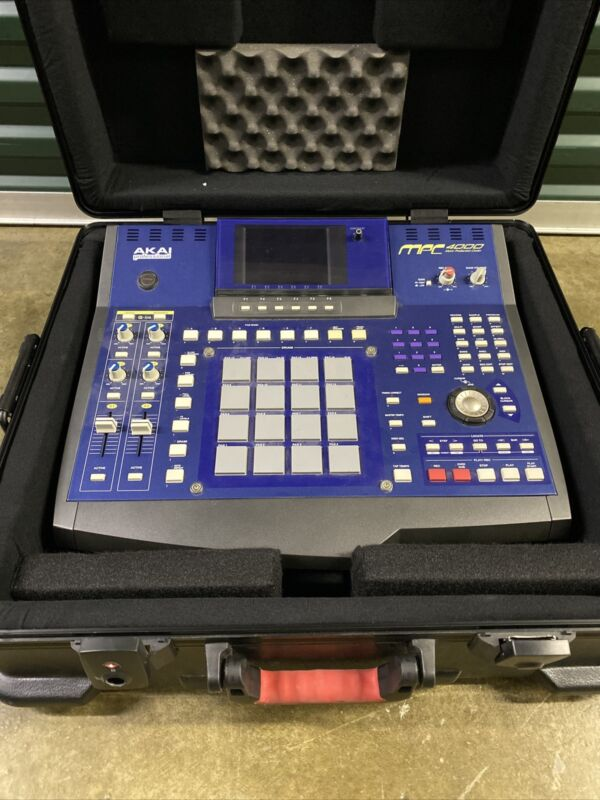 AKAI MPC 4000 MPC4000 mpc4000 DRUM SAMPLER w/ hard gator case.