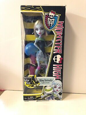 Monster High Skultimate Roller Maze ABBEY BOMINABLE ~Includes Skates & Helmet (Monster High Abbey Bominable)