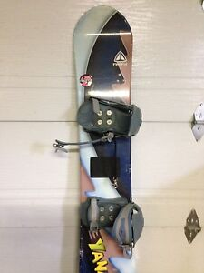 Snowboard Firefly 130 cm West Island Greater Montréal image 1